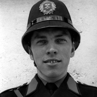 Mann in Uniform.